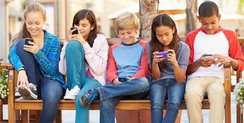 Κινητή μου εξάρτηση… Ένας στους τέσσερις νέους εθισμένος στο κινητό