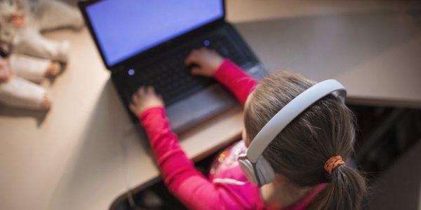 Έξι στα δέκα παιδιά ηλικίας κάτω των 10 ετών σερφάρουν στο ίντερνετ