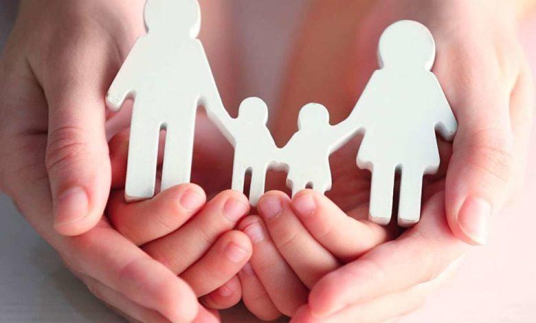 «Μια οικογένεια για κάθε παιδί»: Αυτά είναι τα 7 μέτρα της κυβέρνησης για την αναδοχή και την υιοθεσία