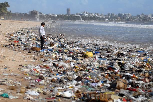 «Καμπανάκι» από επιστήμονες – Μια ολόκληρη ήπειρος πλαστικού επιπλέει στους ωκεανούς