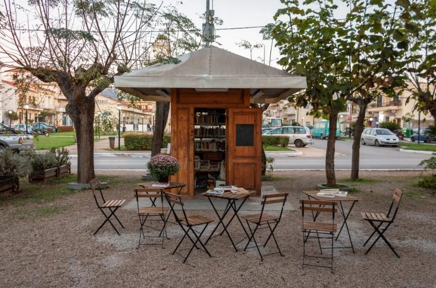 Στη Μεσσηνία περίπτερο που έπαψε να λειτουργεί μεταμορφώθηκε σε δανειστική βιβλιοθήκη