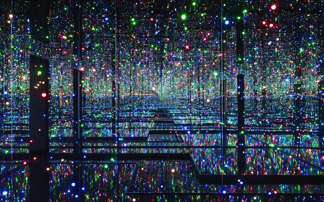 Η εμπειρία ενός από τα Infinity Mirrored Rooms της Yayoi Kusama στο σπίτι μας!