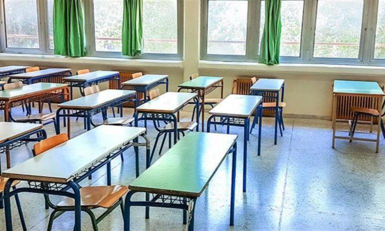 Δημοτικά σχολεία: Τη Δευτέρα οι αποφάσεις – Υπέρ του ανοίγματος ο Τσιόδρας