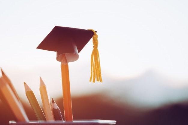 Υποτροφίες άνω των 2 εκατομμυρίων σε 290 φοιτητές από το ΕΚΠΑ