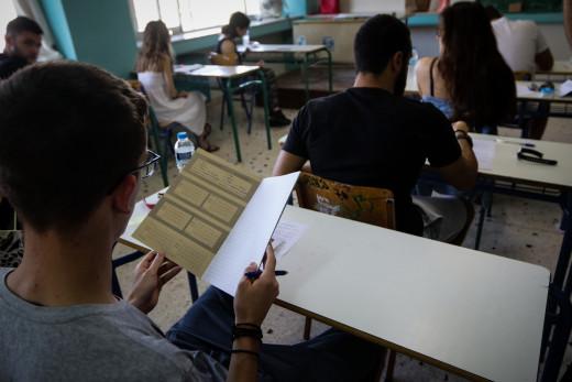 Πανελλαδικές 2020: Σχεδόν οι μισοί μαθητές κάτω από τη βάση – Μεγάλη πτώση των βάσεων