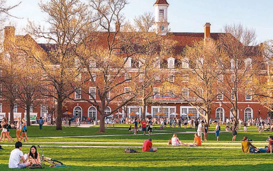Δραστική μείωση των εγγραφών στα πανεπιστήμια των ΗΠΑ και της Βρετανίας