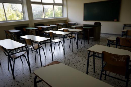 Λινού για σχολεία: Δεν αρκεί η μάσκα, πρέπει να μειωθούν οι μαθητές στις αίθουσες