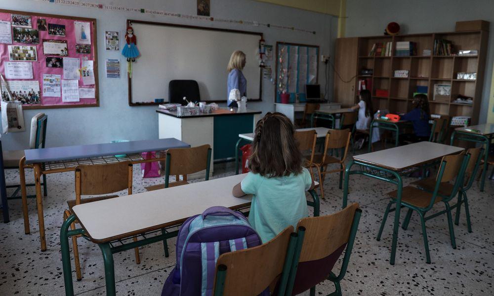 ΑΠΘ: Μειώνεται κατά 50% o δείκτης μετάδοσης κορονοϊού σε τάξη με 15 μαθητές