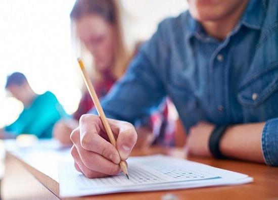 Τα θέματα των Επαναληπτικών Πανελλαδικών Εξετάσεων στα Νέα Ελληνικά