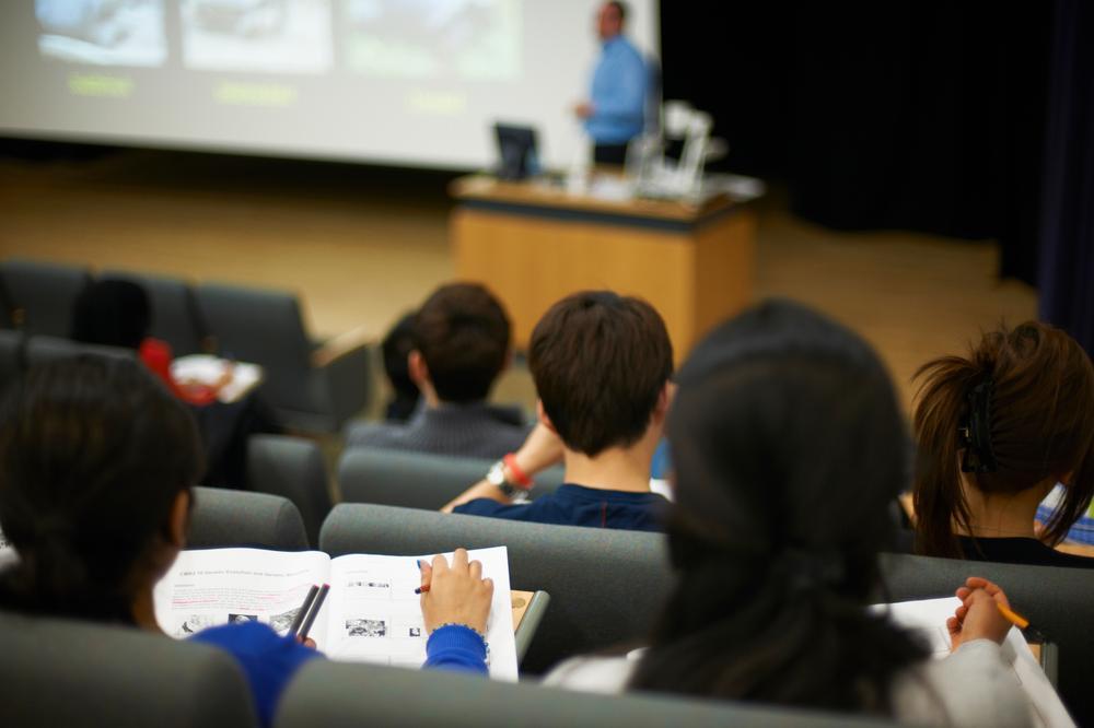 ΑΕΙ: 2000 ανταποδοτικές υποτροφίες σε μεταπτυχιακούς φοιτητές και υποψήφιους διδάκτορες