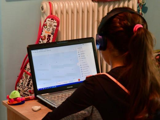 «Καταστροφή» η τηλεκπαίδευση για πολλά παιδιά – Εμφανίζουν μέχρι σημάδια κατάθλιψης