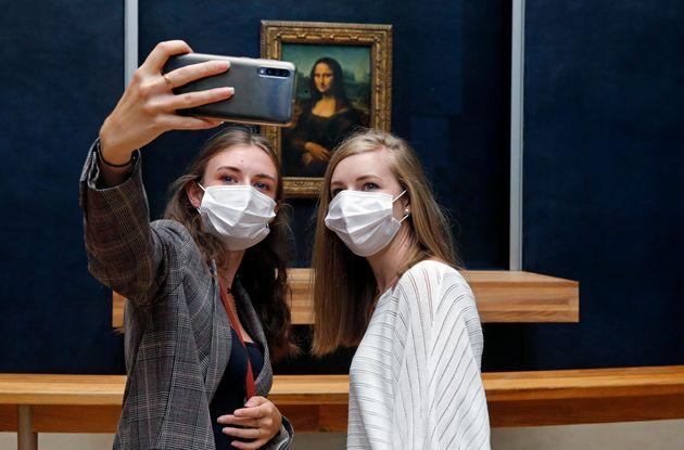Γαλλία: «Πολιτιστικό πάσο» 300 ευρώ σε νέους 18 ετών για σινεμά, μουσεία, θέατρα, βιβλία